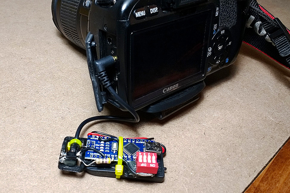 Arduino DSLR Intervalometer - Connected to the Camera